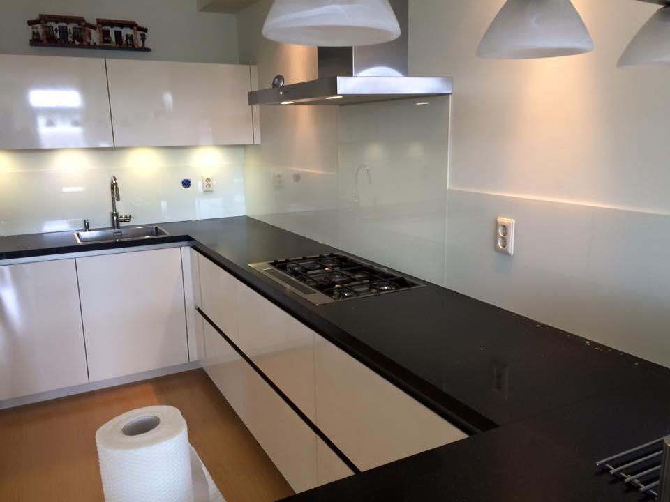 Melkglas Keuken Achterwand : Keuken achterwand glasconcept